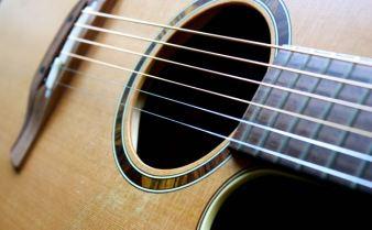 Gitarre mit Spuren